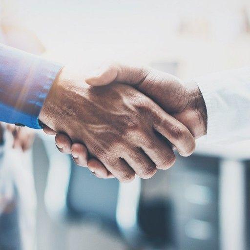 Geschäftliches Händeschütteln